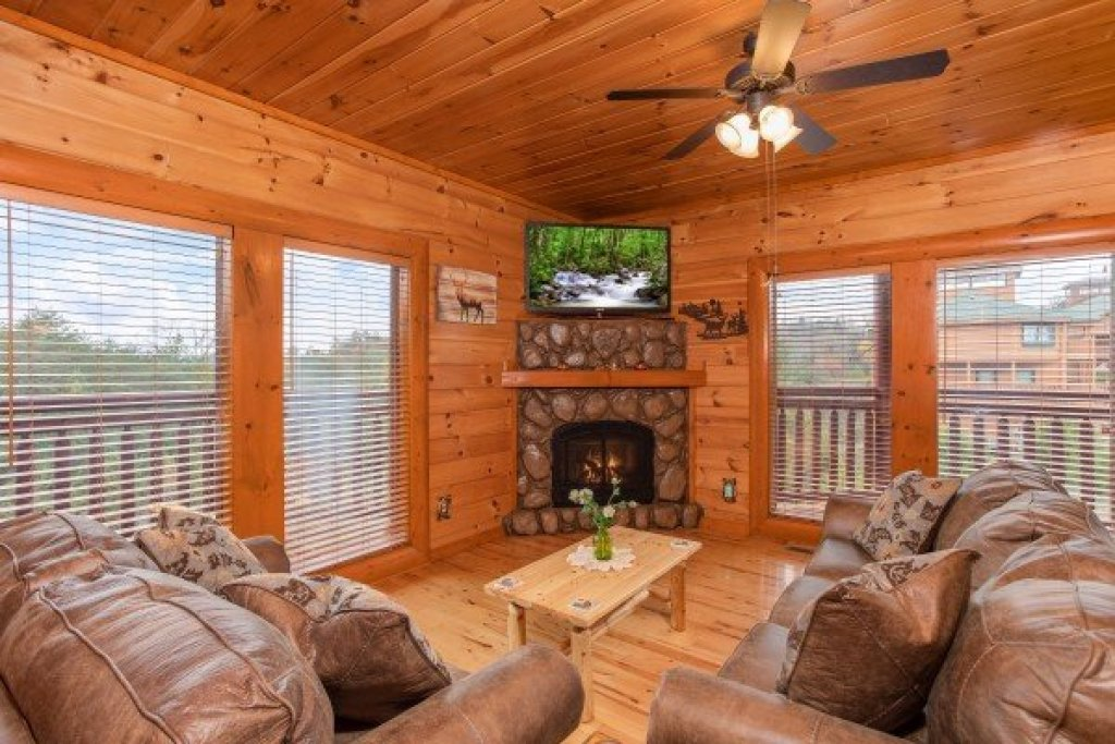 Photo of a Sevierville Cabin named Pool'n Around In The Smokies - This is the sixth photo in the set.