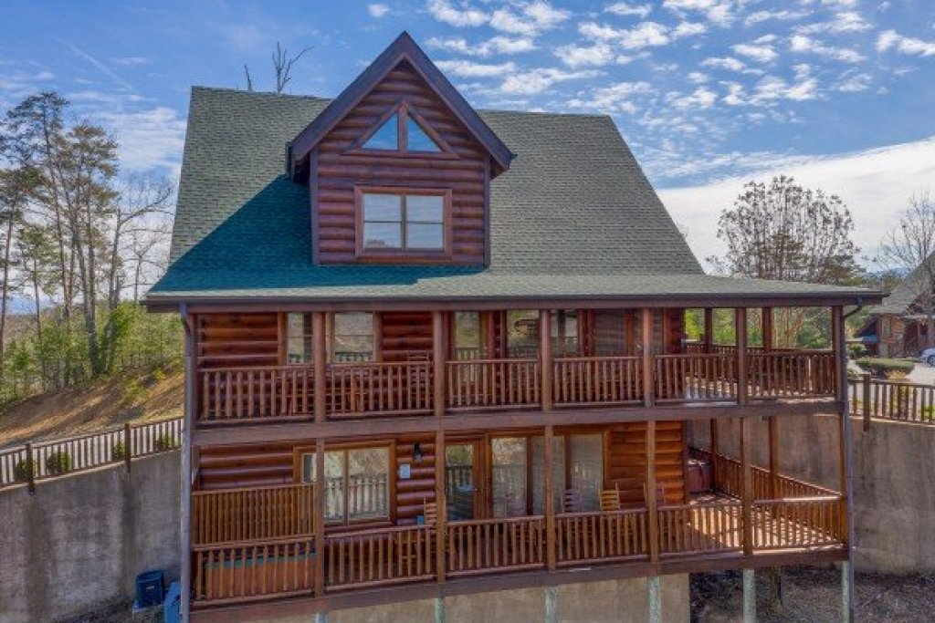 Photo of a Sevierville Cabin named Better View - This is the second photo in the set.