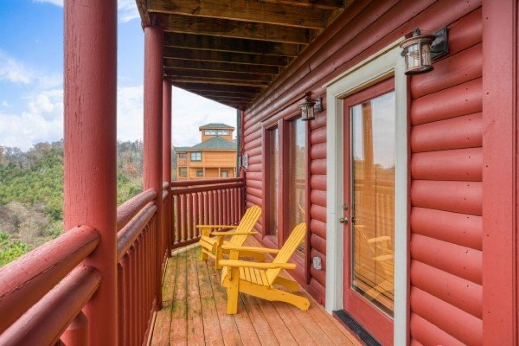 Photo of a Sevierville Cabin named Pool'n Around In The Smokies - This is the thirty-third photo in the set.