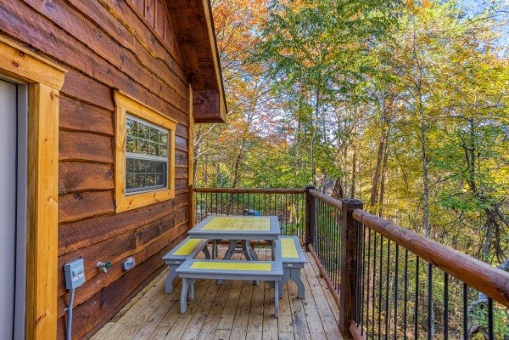 Photo of a Pigeon Forge Cabin named Smoky Mountain Treehouse - This is the thirteenth photo in the set.