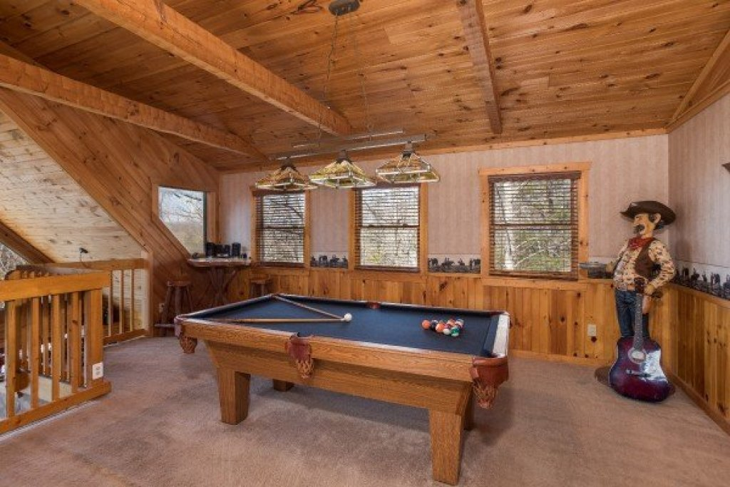 Photo of a Pigeon Forge Cabin named Hooked On Cowboys Lodge - This is the fourteenth photo in the set.