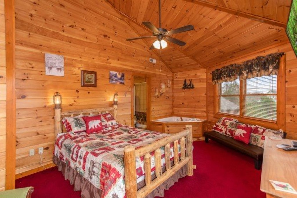 Photo of a Sevierville Cabin named Pool'n Around In The Smokies - This is the eighteenth photo in the set.
