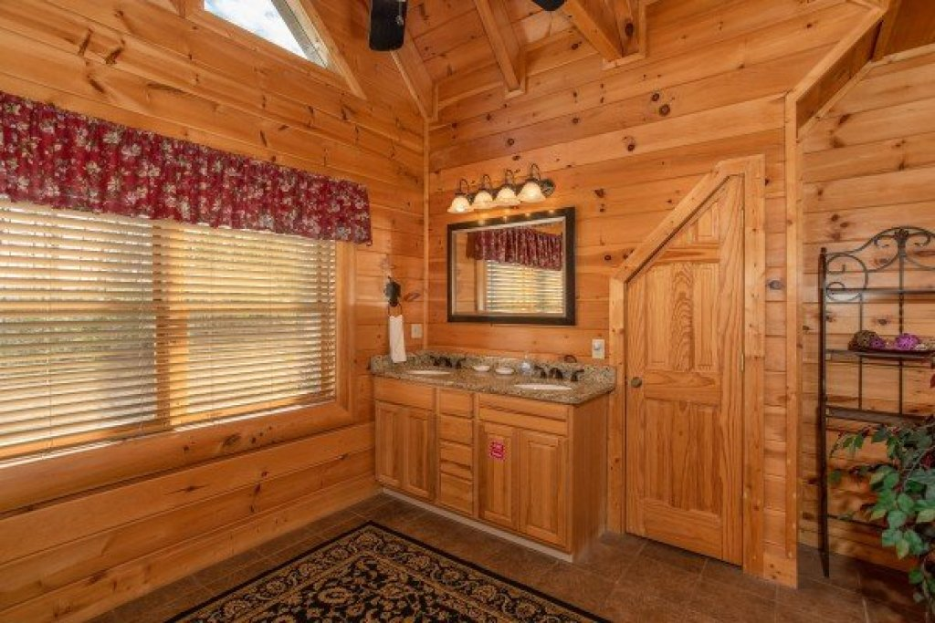 Photo of a Sevierville Cabin named Better View - This is the seventeenth photo in the set.