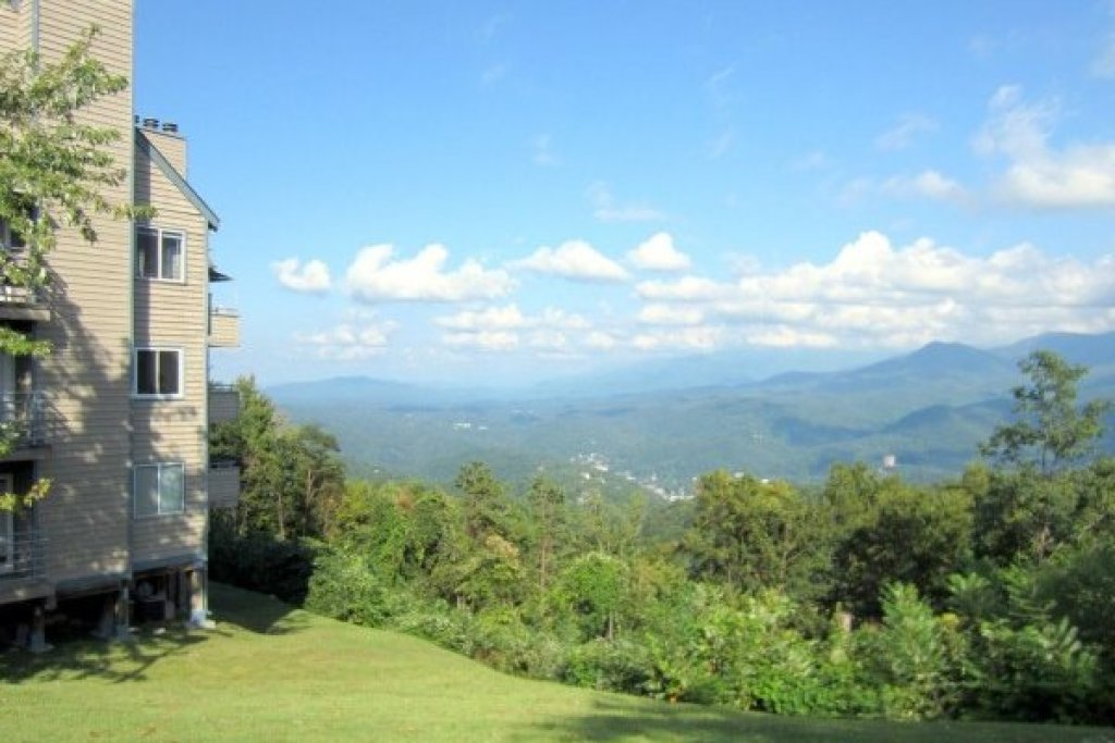 Photo of a Gatlinburg Condo named Summit Condo 1208 - This is the seventeenth photo in the set.