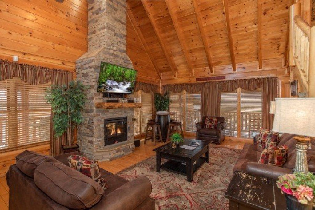 Photo of a Sevierville Cabin named Better View - This is the third photo in the set.