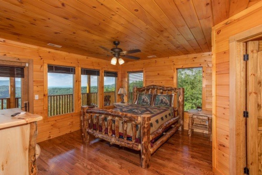 Photo of a Sevierville Cabin named Four Seasons Palace - This is the fifteenth photo in the set.