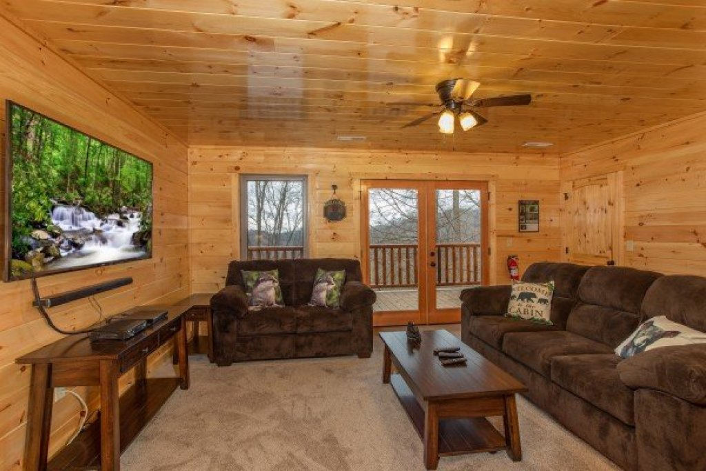 Photo of a Gatlinburg Cabin named Happy Bear's Hideaway - This is the sixteenth photo in the set.