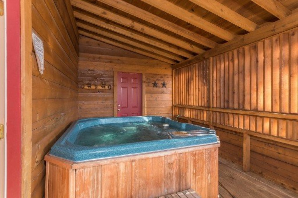 Photo of a Pigeon Forge Cabin named Hooked On Cowboys Lodge - This is the twelfth photo in the set.