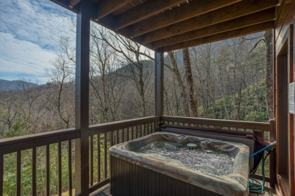 Photo of a Sevierville Cabin named Secluded View - This is the twenty-second photo in the set.