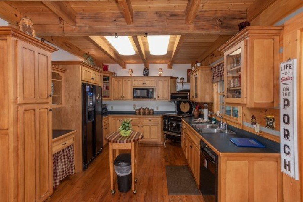 Photo of a Sevierville Cabin named Stream On! - This is the ninth photo in the set.