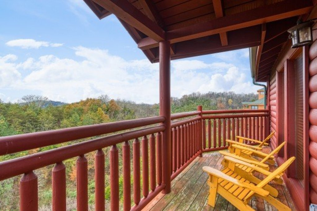 Photo of a Sevierville Cabin named Pool'n Around In The Smokies - This is the eleventh photo in the set.
