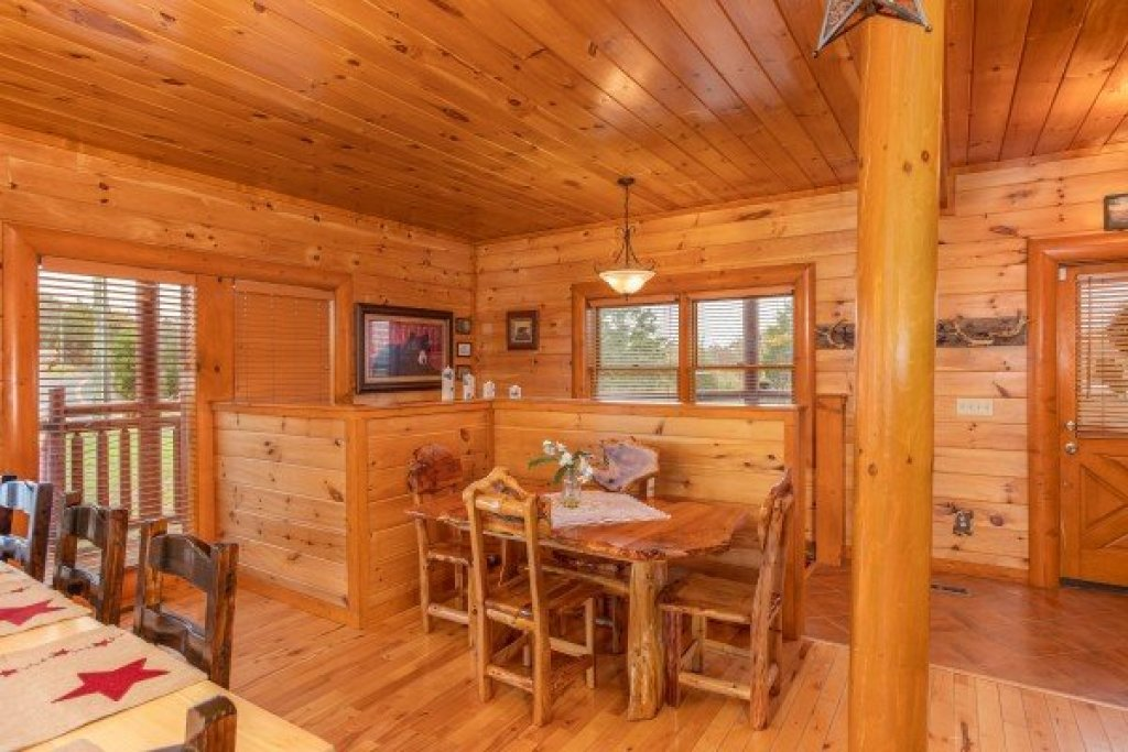 Photo of a Sevierville Cabin named Pool'n Around In The Smokies - This is the tenth photo in the set.