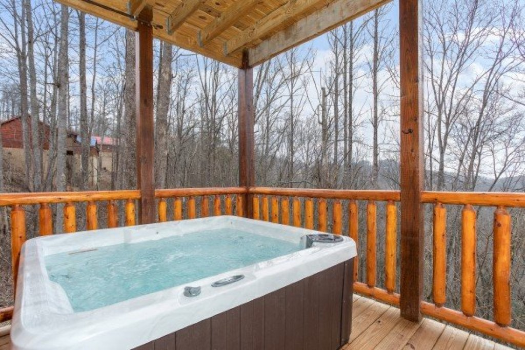 Photo of a Gatlinburg Cabin named Happy Bear's Hideaway - This is the seventh photo in the set.