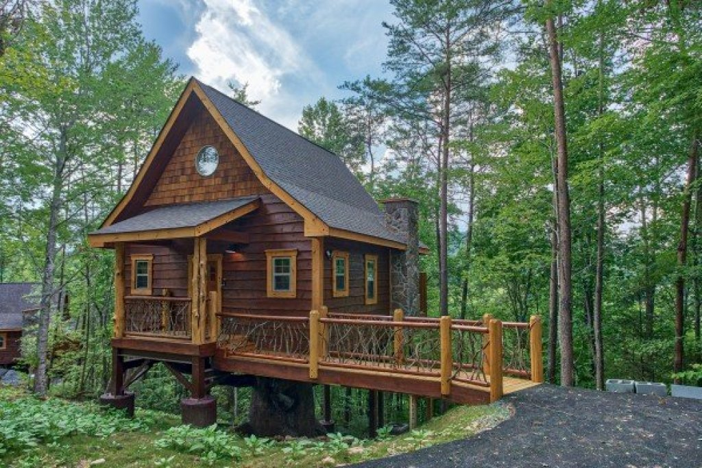 Photo of a Pigeon Forge Cabin named Smoky Mountain Treehouse - This is the third photo in the set.