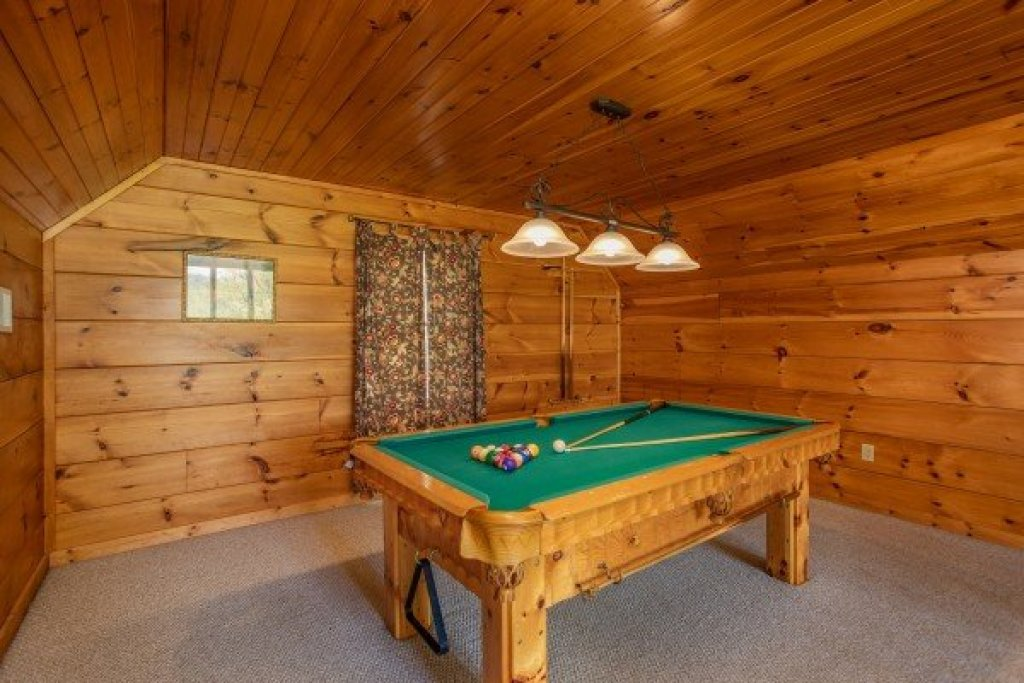 Photo of a Pigeon Forge Cabin named Hillside Haven - This is the fifteenth photo in the set.