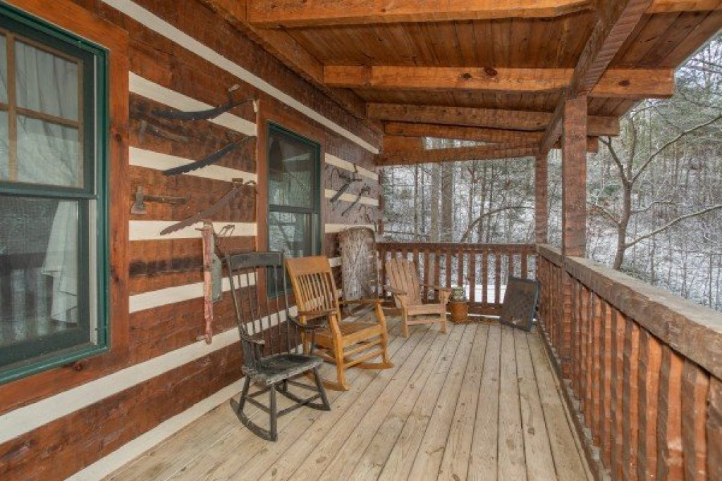 Photo of a Gatlinburg Cabin named Sassafras Lodge - This is the eighth photo in the set.