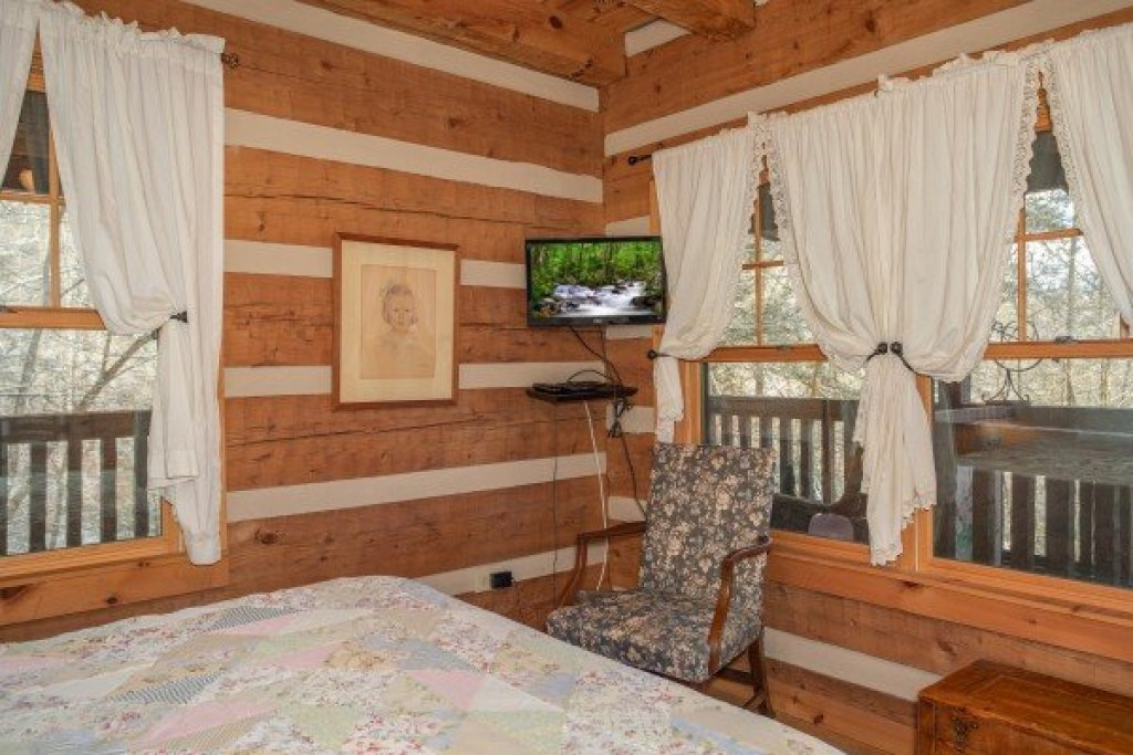 Photo of a Gatlinburg Cabin named Sassafras Lodge - This is the eleventh photo in the set.