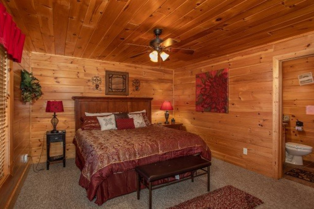 Photo of a Sevierville Cabin named Better View - This is the twenty-fifth photo in the set.