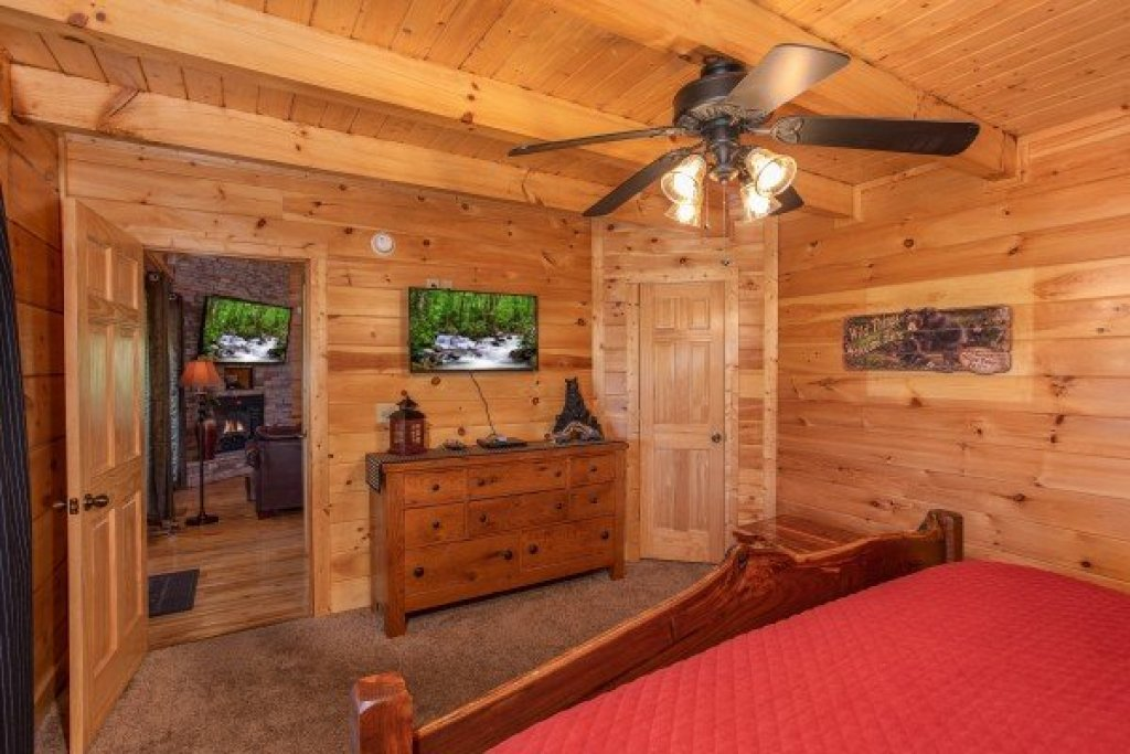 Photo of a Sevierville Cabin named Bear's Eye View - This is the eighth photo in the set.