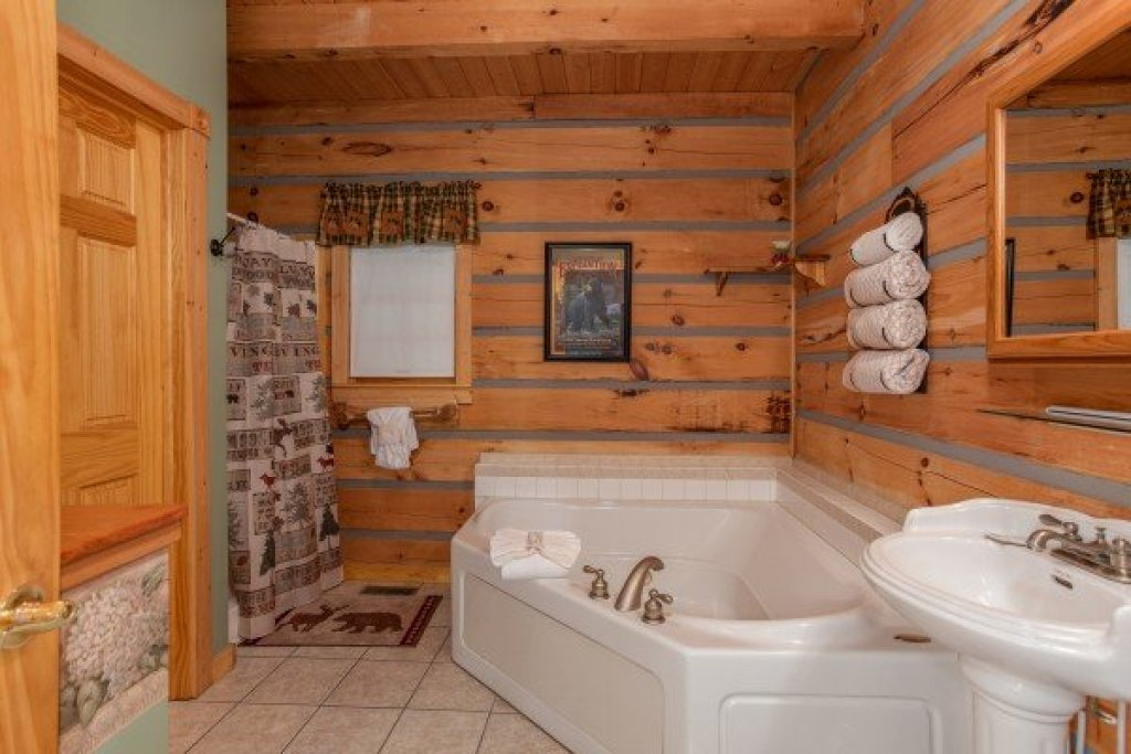 Photo of a Sevierville Cabin named Stream On! - This is the thirty-first photo in the set.