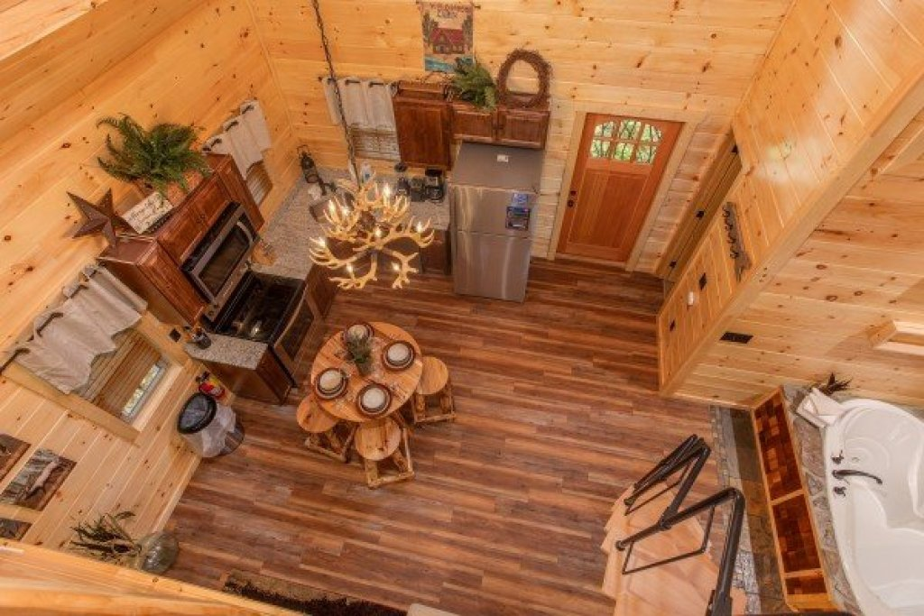 Photo of a Pigeon Forge Cabin named Smoky Mountain Treehouse - This is the sixteenth photo in the set.