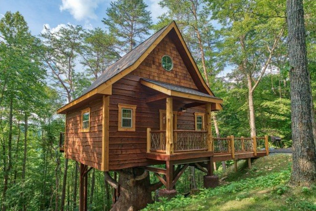 Photo of a Pigeon Forge Cabin named Smoky Mountain Treehouse - This is the twentieth photo in the set.