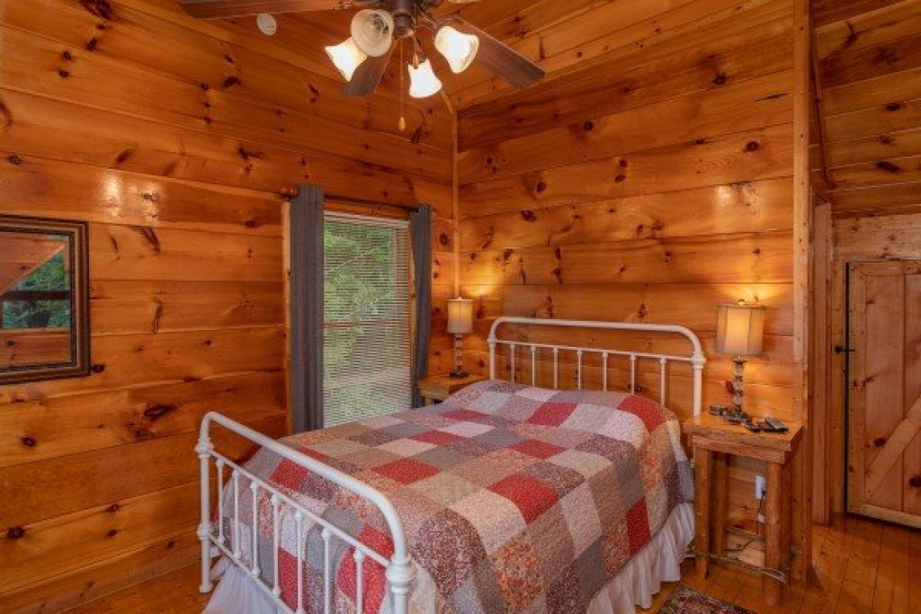 Photo of a Gatlinburg Cabin named Mountain Life - This is the fifteenth photo in the set.