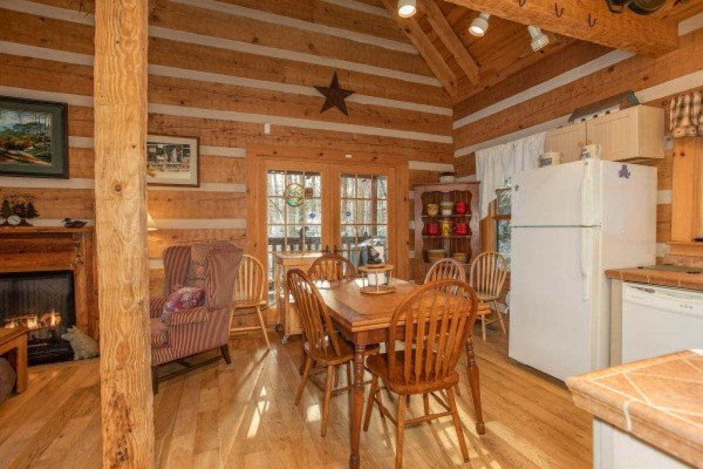 Photo of a Gatlinburg Cabin named Sassafras Lodge - This is the fourth photo in the set.