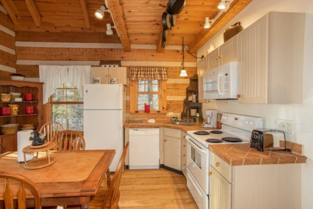 Photo of a Gatlinburg Cabin named Sassafras Lodge - This is the fifth photo in the set.