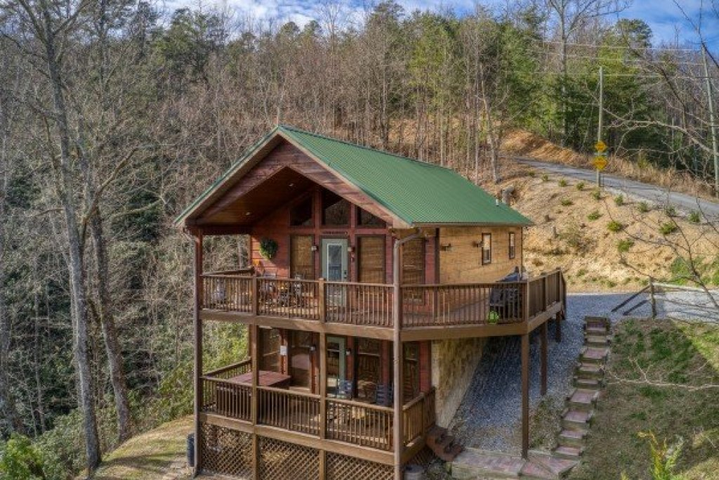 Photo of a Sevierville Cabin named Secluded View - This is the second photo in the set.