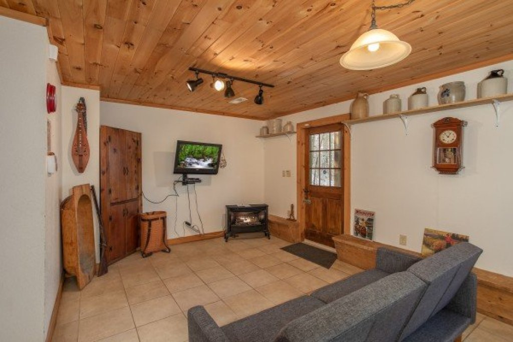 Photo of a Gatlinburg Cabin named Sassafras Lodge - This is the twenty-second photo in the set.