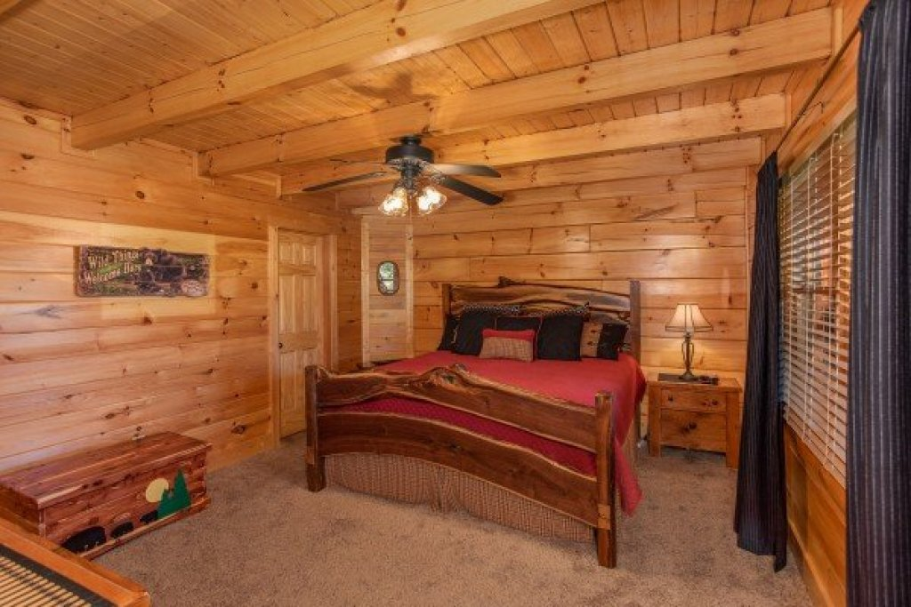 Photo of a Sevierville Cabin named Bear's Eye View - This is the seventh photo in the set.