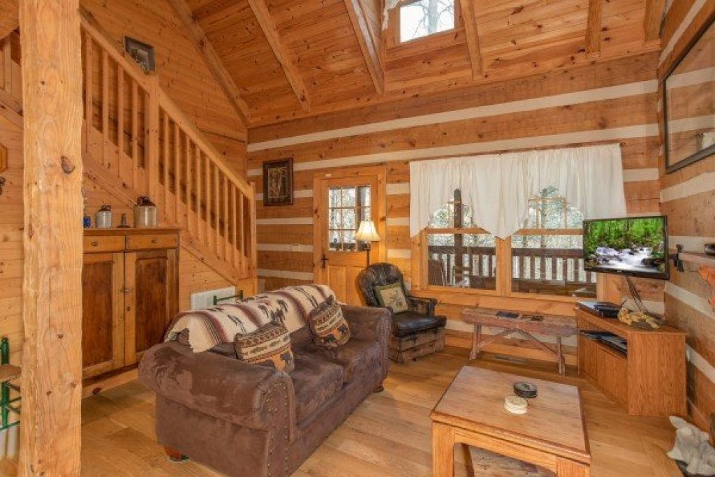 Photo of a Gatlinburg Cabin named Sassafras Lodge - This is the third photo in the set.
