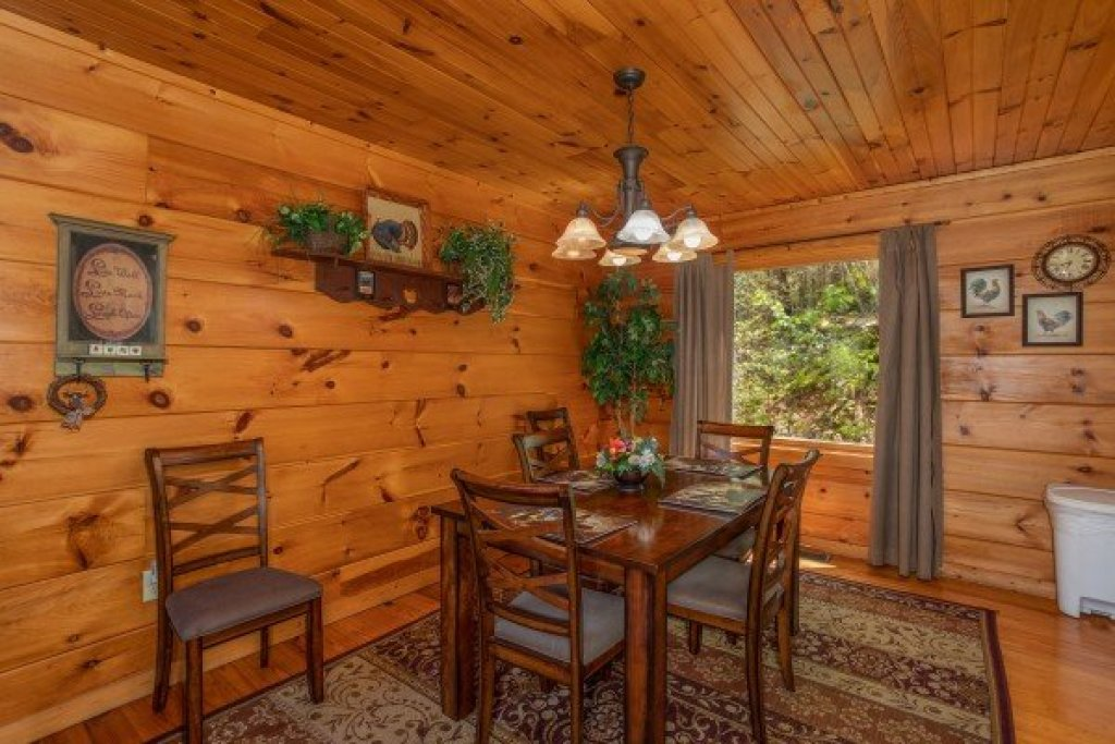 Photo of a Pigeon Forge Cabin named Hillside Haven - This is the sixth photo in the set.