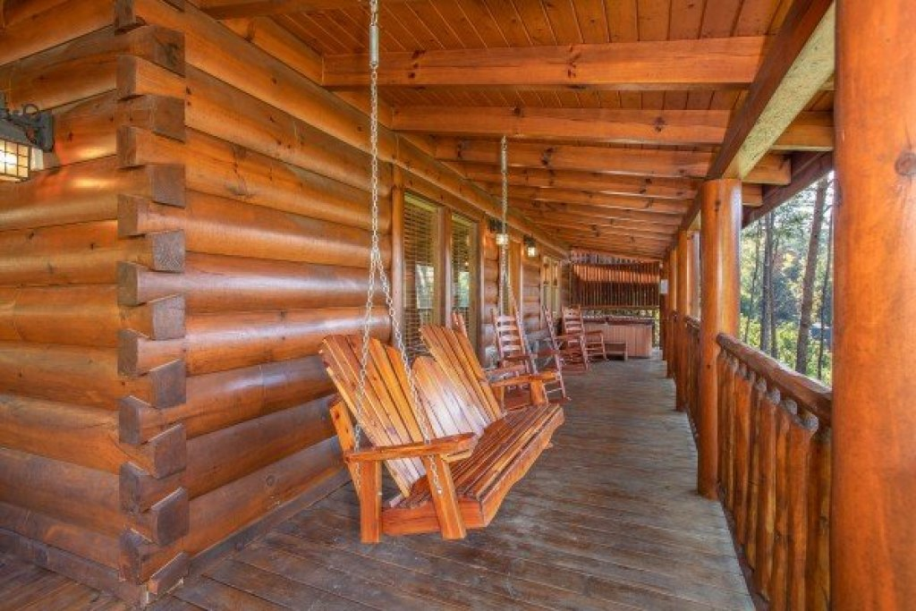 Photo of a Sevierville Cabin named Bear's Eye View - This is the seventeenth photo in the set.