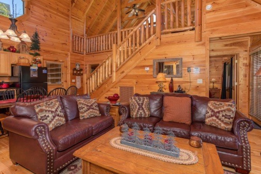 Photo of a Sevierville Cabin named Bear's Eye View - This is the fourth photo in the set.
