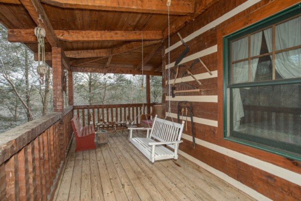 Photo of a Gatlinburg Cabin named Sassafras Lodge - This is the eighteenth photo in the set.