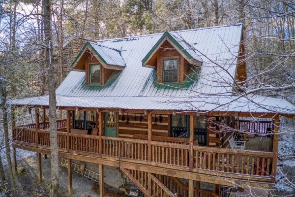 Photo of a Gatlinburg Cabin named Sassafras Lodge - This is the twenty-seventh photo in the set.