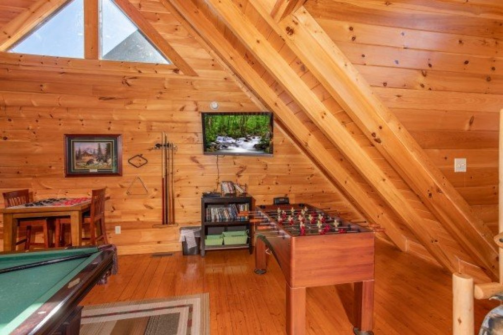 Photo of a Sevierville Cabin named Bear's Eye View - This is the twentieth photo in the set.