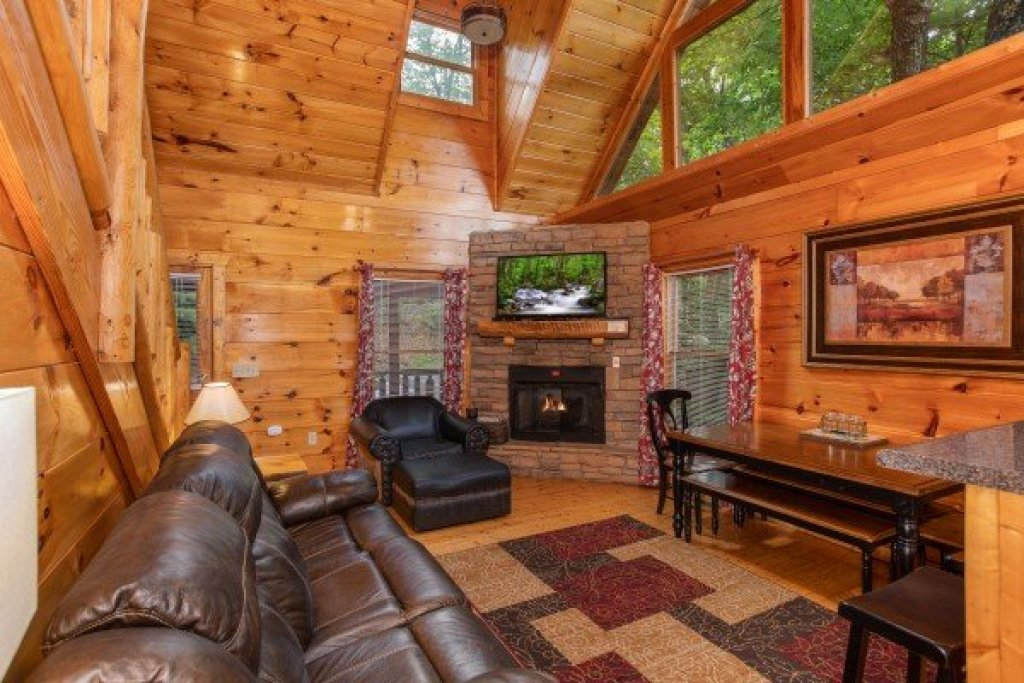 Photo of a Gatlinburg Cabin named Mountain Life - This is the third photo in the set.