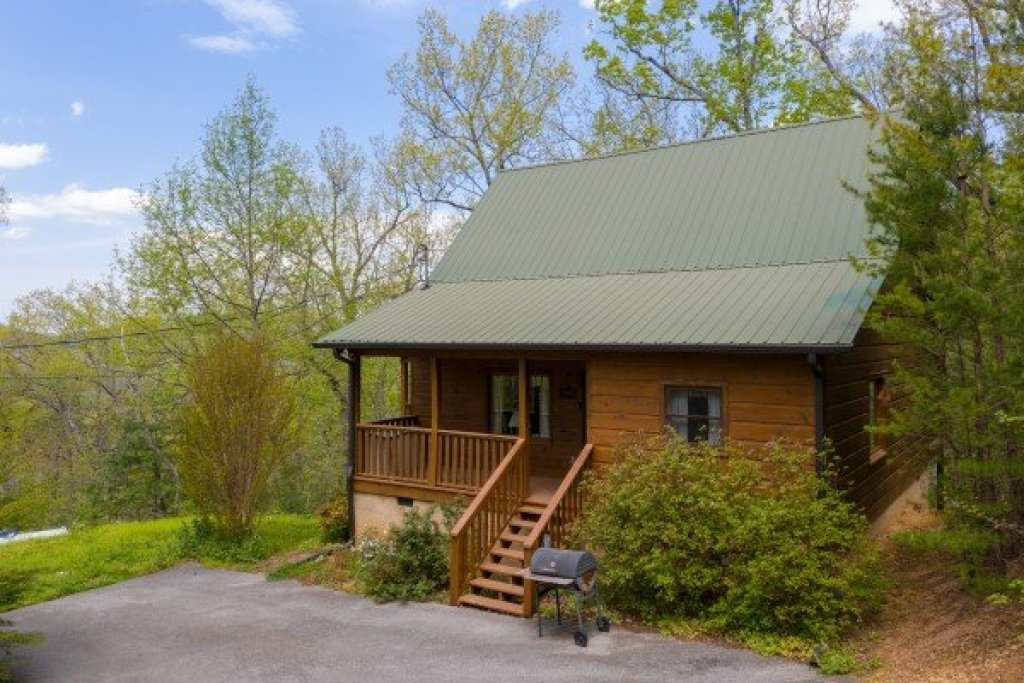 Photo of a Pigeon Forge Cabin named Hillside Haven - This is the second photo in the set.