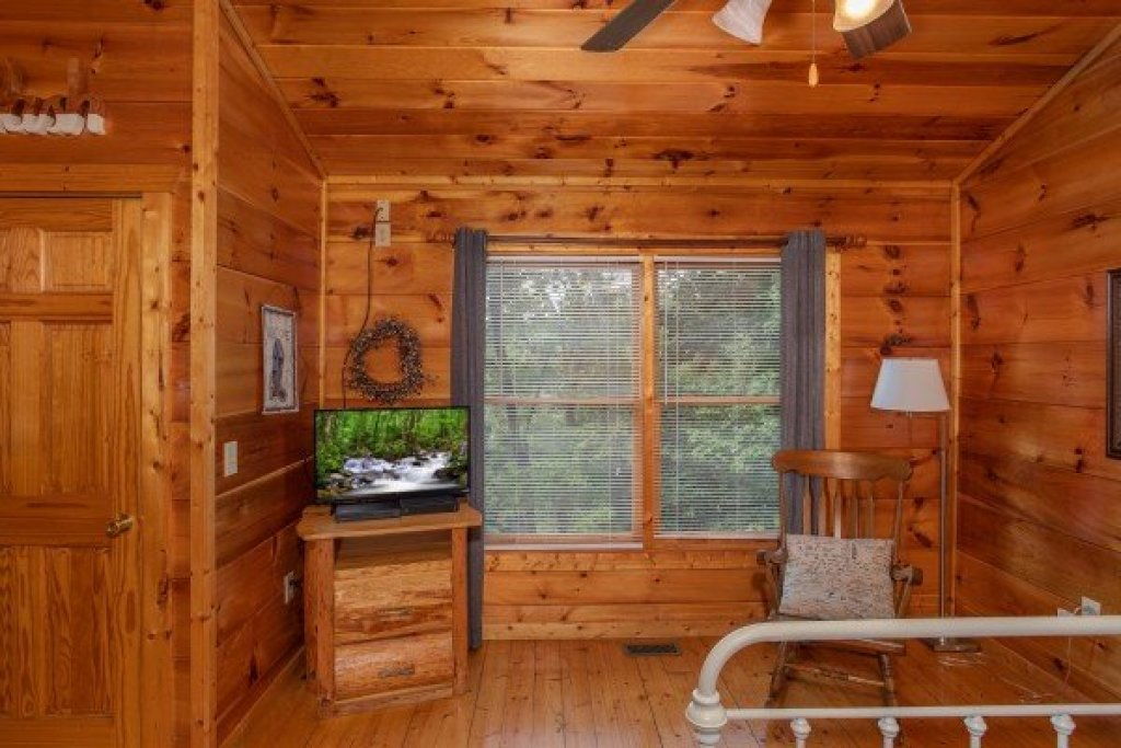 Photo of a Gatlinburg Cabin named Mountain Life - This is the sixteenth photo in the set.