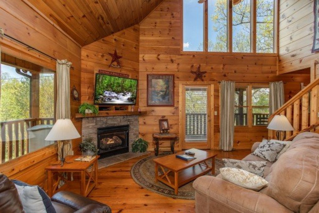 Photo of a Pigeon Forge Cabin named Hillside Haven - This is the fourth photo in the set.