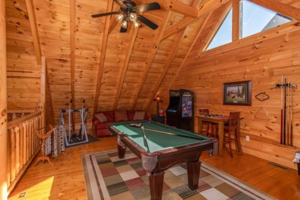 Photo of a Sevierville Cabin named Bear's Eye View - This is the nineteenth photo in the set.