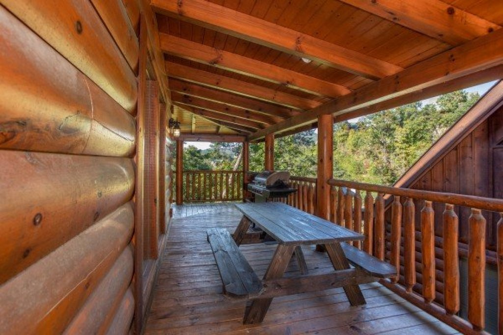 Photo of a Sevierville Cabin named Bear's Eye View - This is the sixth photo in the set.