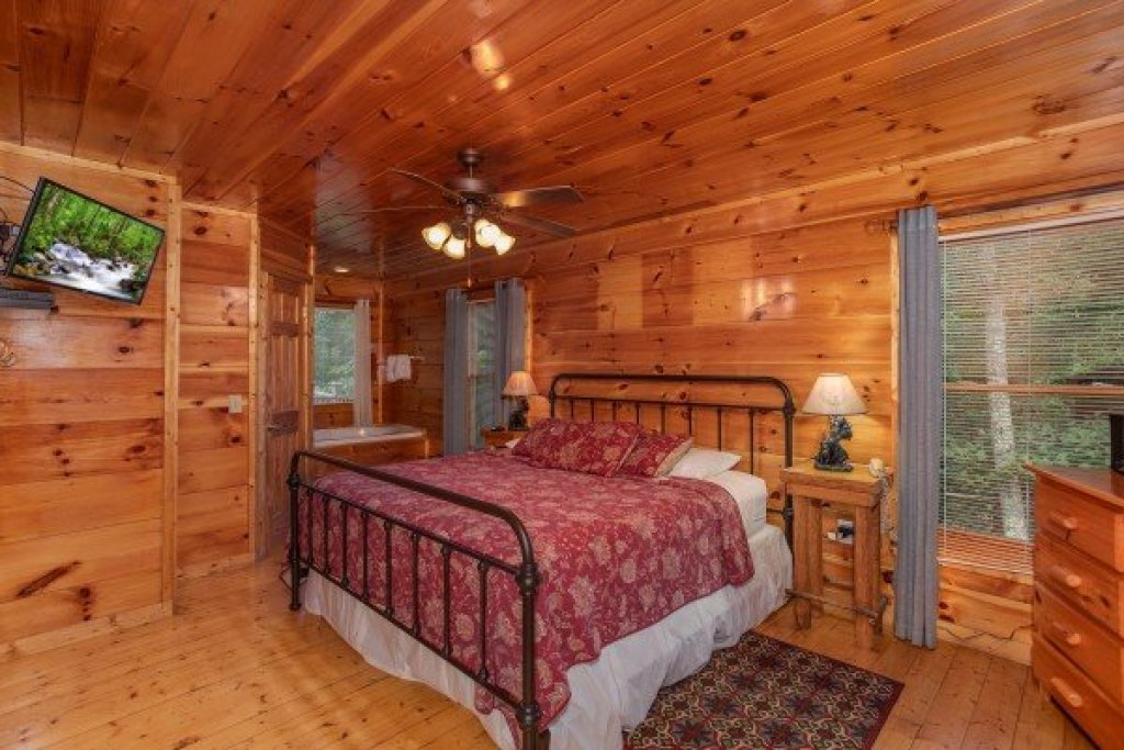 Photo of a Gatlinburg Cabin named Mountain Life - This is the tenth photo in the set.