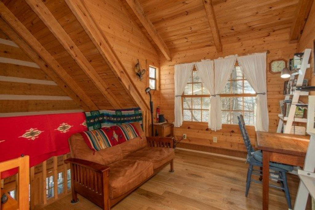 Photo of a Gatlinburg Cabin named Sassafras Lodge - This is the fourteenth photo in the set.