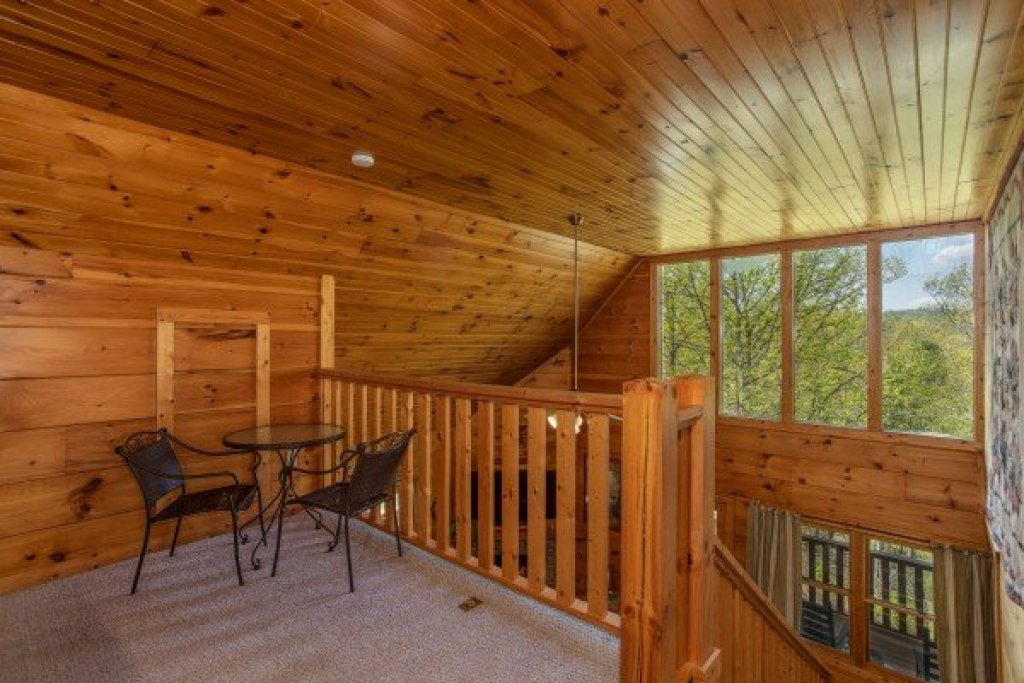 Photo of a Pigeon Forge Cabin named Hillside Haven - This is the sixteenth photo in the set.