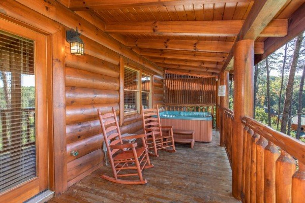 Photo of a Sevierville Cabin named Bear's Eye View - This is the fourteenth photo in the set.