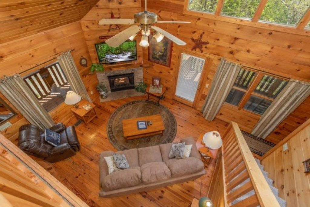 Photo of a Pigeon Forge Cabin named Hillside Haven - This is the fourteenth photo in the set.